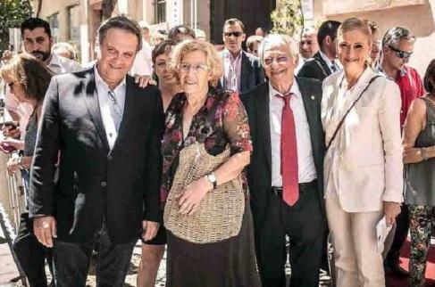 Carmona, Carmena, el padre Ángel y Cifuentes, en el Día del Abuelo.