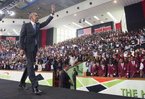 Barack Obama, en el pabellón de deportes de Nairobi este domingo.