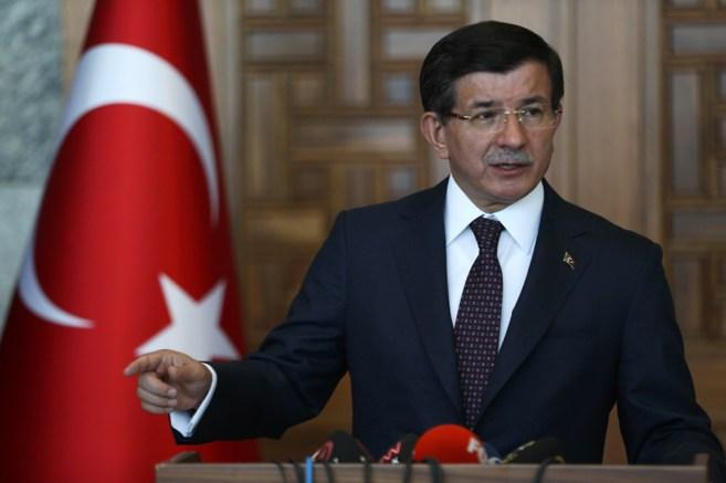 El primer ministro, Ahmet Davutoglu, durante una rueda de prensa en...