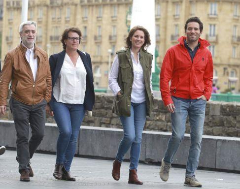 Sémper junto a sus compañeros Arantza Quiroga, Miren Albistur y Juan...