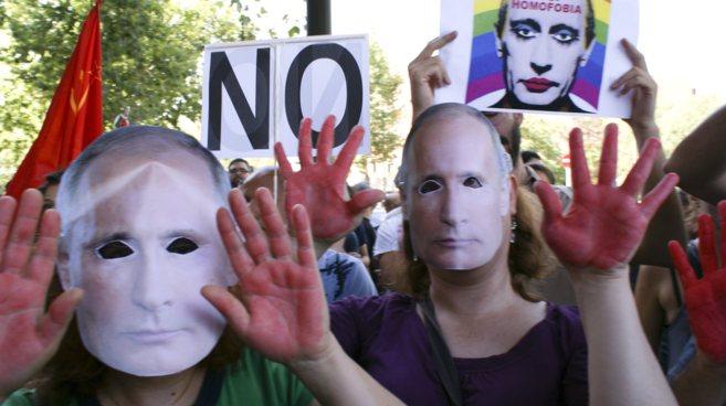 Manifestación en contra de la ley de propaganda homosexual frente a...