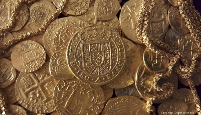 Imagen de las monedas y cadena de oro halladas en los restos de un...