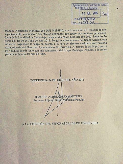 El escrito que entregó el edil del PP para avisar de que estaría...