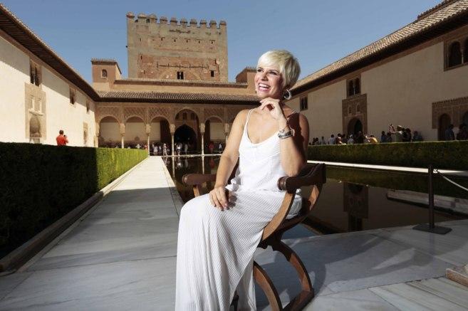 Pasión Vega, este martes, tras presentar en la Alhambra el concierto...