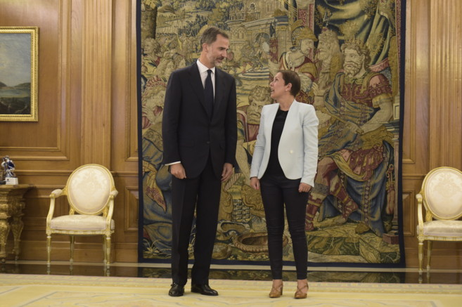 Don Felipe y Uxue Barkos, presidenta de Navarra, en el Palacio de la...