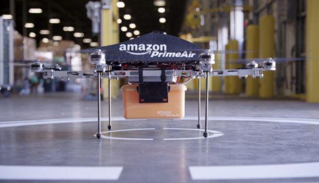Primer avión no tripulado de Amazon destinado al envío de paquetes.