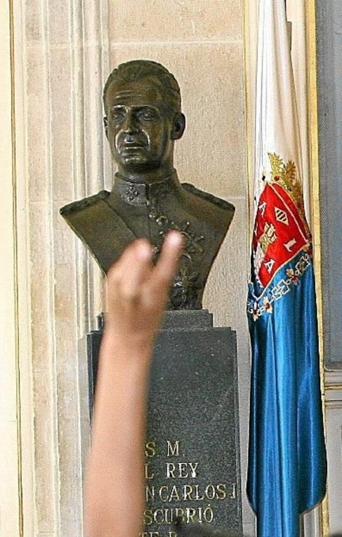 Imagen del busto del Rey Juan Carlos I en el Ayuntamiento.