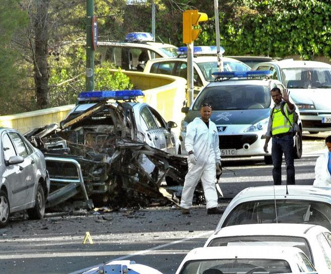 Estado en el que quedó el coche en el atentado contra la Guardia...