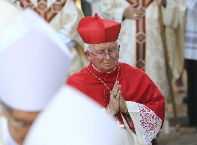 El arzobispo de Valencia, el cardenal Antonio Cañizares, en una...