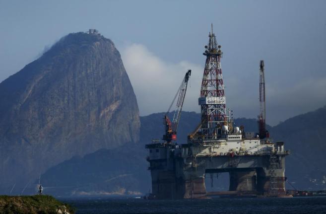 Una plataforma petrolífera en la bahía de Guanabara, la más...