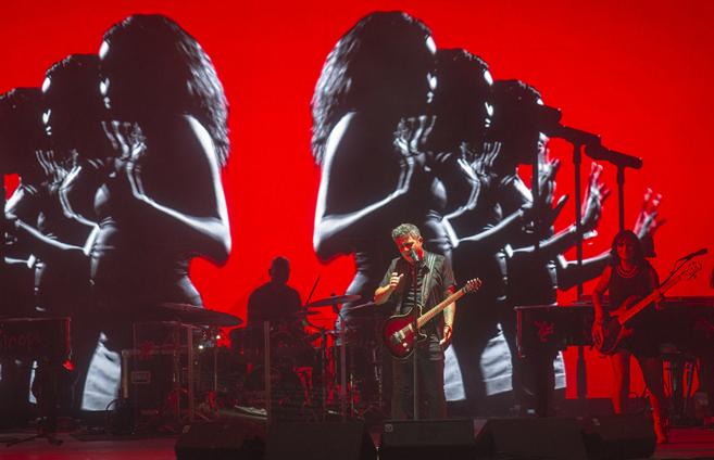 Alejandro Sanz, en un momento del concierto celebrado en la plaza de...
