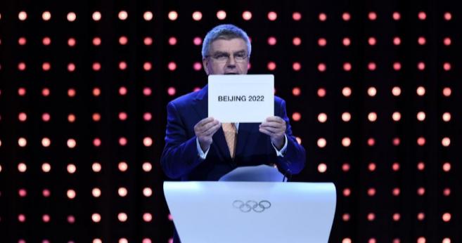 El presidente del CIO, Thomas Bach, anuncia la designación de Pekín.