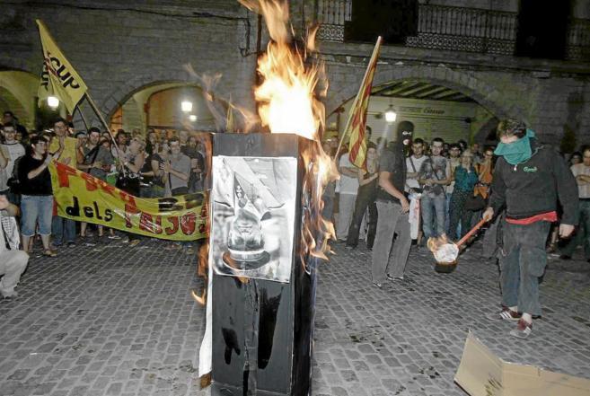 Quema de las fotos del Rey en 2007, en Girona