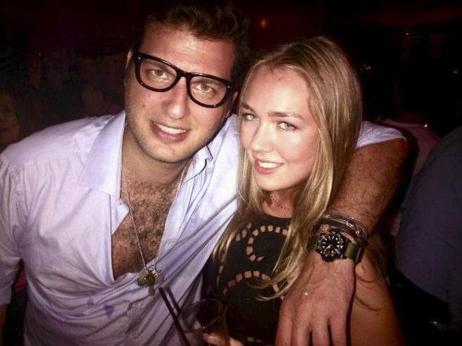 El segundo marido de la princesa Corina Larsen, junto a una amiga.