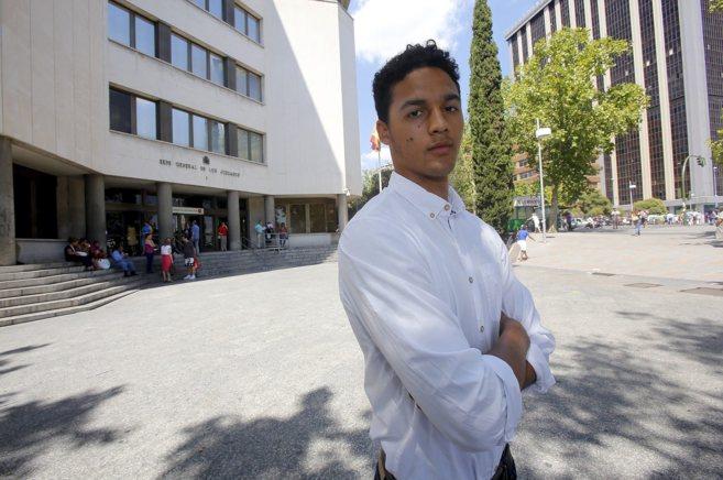Brett Wright, en la puerta de los Juzgados de Plaza de Castilla, donde...