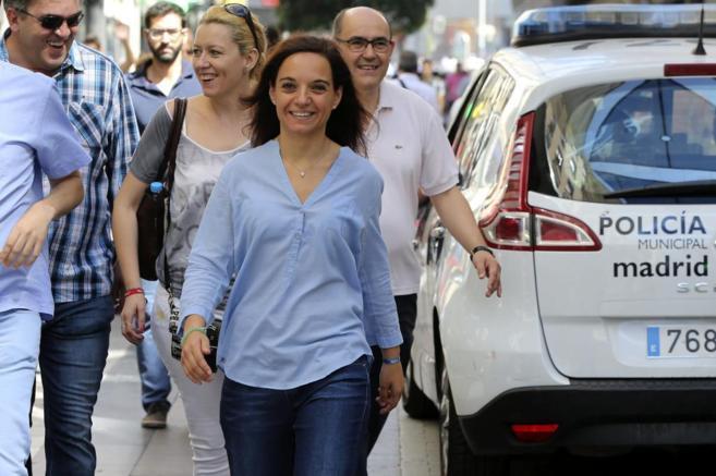 La nueva secretaria del PSOE-M, Sara Hernández, camina este domingo...