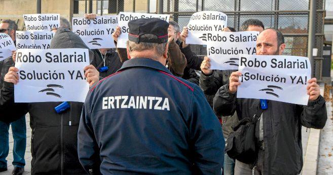Protesta de sindicalistas de Erne con el lema 'Robo salarial,...