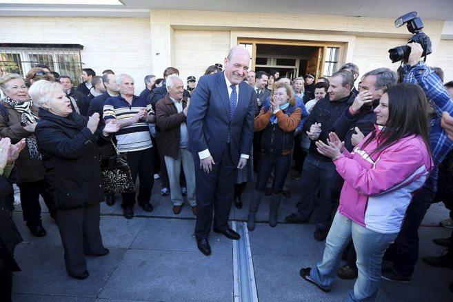 Gerardo Sánchez (PSOE) tras recuperar la alcaldía de Armilla, en...