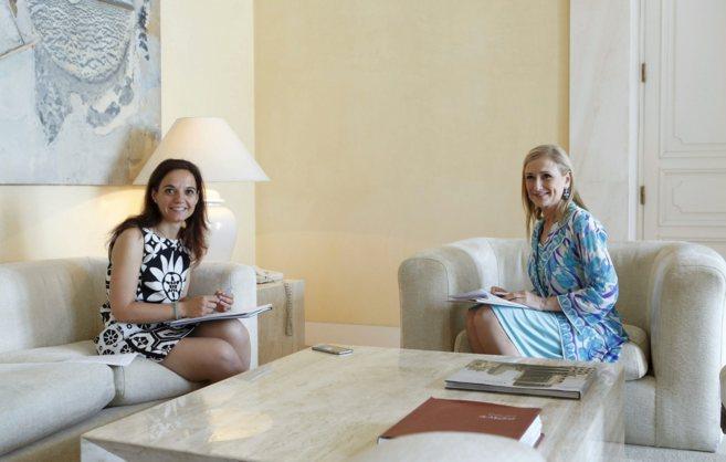 Sara Hernández, alcaldesa de Getafe, y Cristina Cifuentes, presidenta...