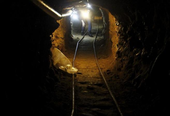 El túnel parte del interior de una bodega colindante con la frontera...