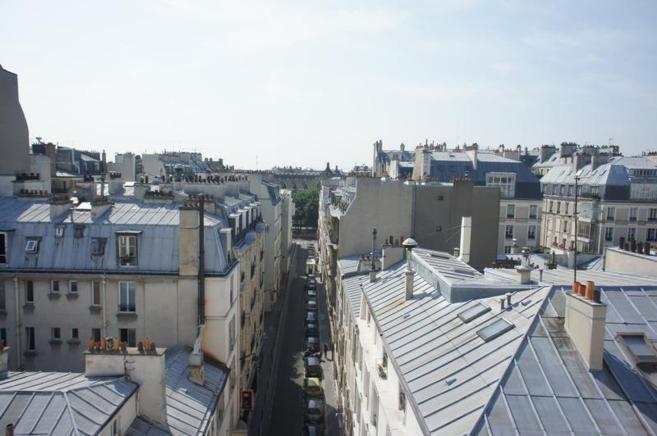 Imagen del XVII distrito de París desde la azotea de una propiedad en...