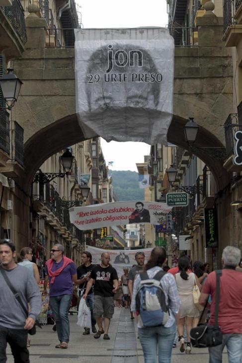 La Parte Vieja repleta de pancartas de apoyo a los presos en las...