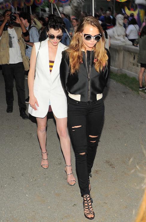 <strong>Cara Delevingne (22) y St. Vincent (32):</strong> La modelo...