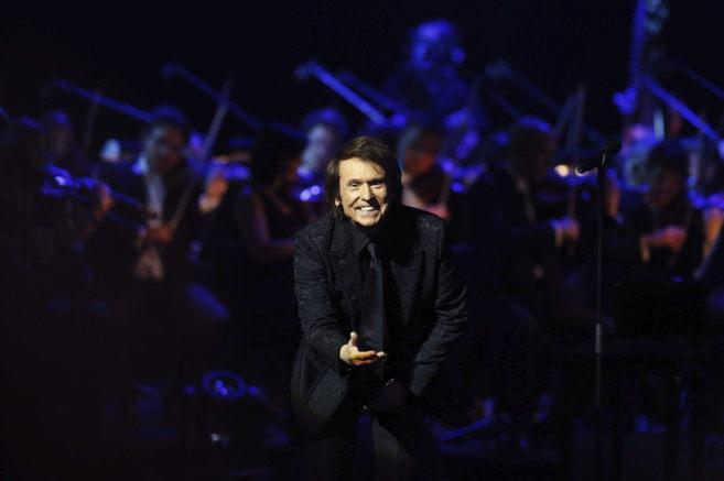 Raphael durante una actuación meses atrás en el Teatro Real de...