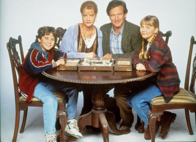 Robin Williams, Kirsten DUnst, Bonnie Hunt y Bradley Pierce...