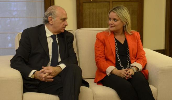 Jorge Fernández Díaz junto a la presidenta de la Fundación de...