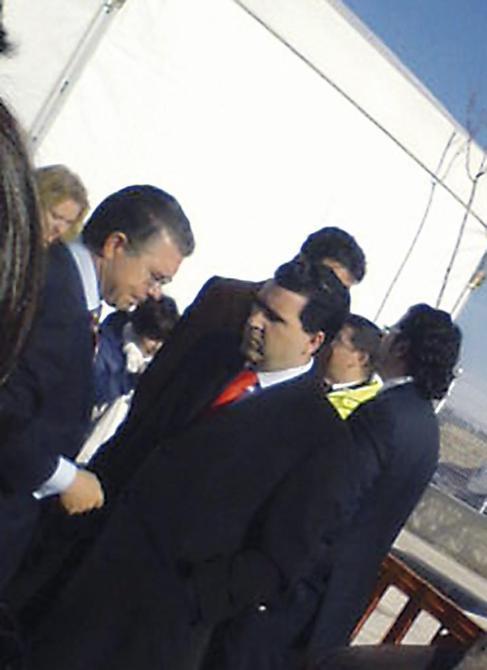 Francisco Granados conversando con su amigo David Marjaliza.