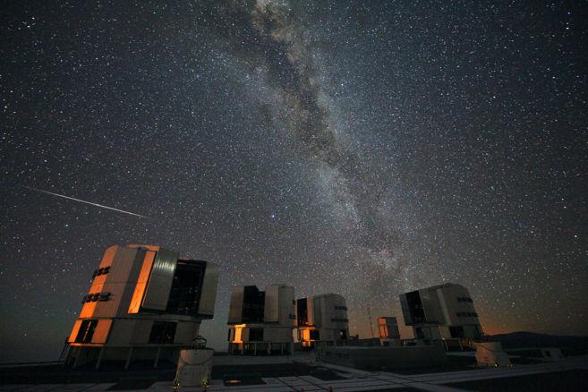 Una Perseida vista en el Observatorio de Paranal (Chile), agosto 2010