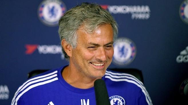 José Mourinho en una rueda de prensa con el Chelsea