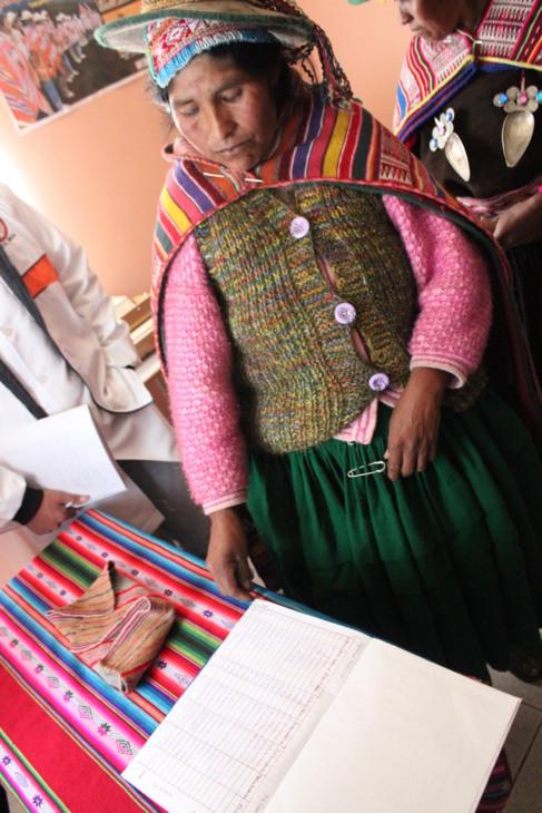 Una indígena boliviana en un centro de salud.
