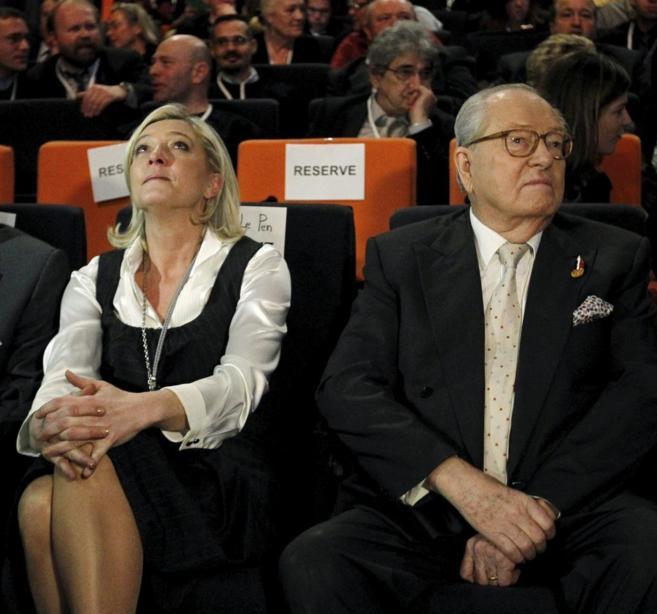 Le Pen padre y Le Pen hija, el pasado enero en el congreso anual del...