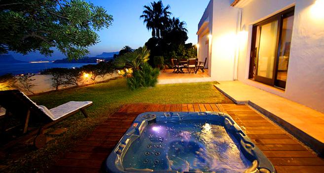 Imagen de una villa en alquiler en Moraira publicada en una...