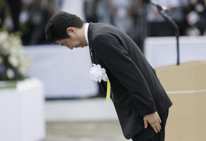 El primer ministro japonés, Shinzo Abe, en la ceremonia de...