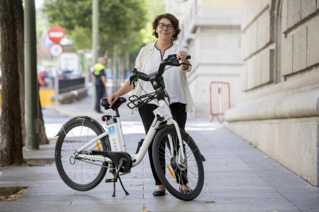 La concejala de Medio Ambiente, Inés Sabanés, sostiene una...