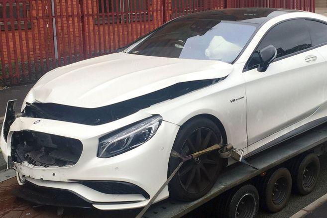 El coche de Sterling, en la grúa tras el accidente