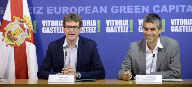 Gorka Urtaran y el concejal de Educación, Cultura y Deporte, Iñaki...