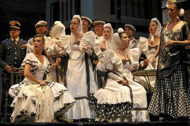 Una de las escenas de 'La verbena de la Paloma', en el...