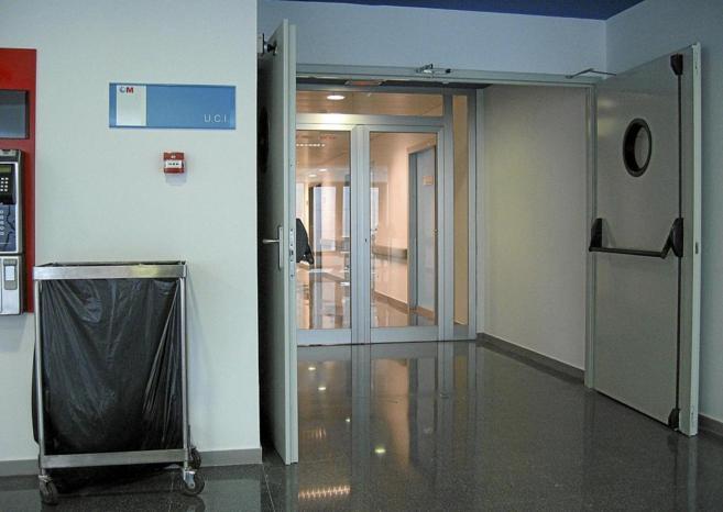 Pasillo de la UCI del hospital Puerta de Hierro de Madrid.