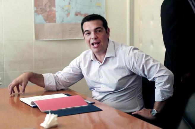 El primer ministro griego, Alexis Tsipras, durante una reunión con...