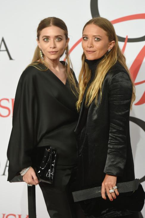 Ashley Olsen (izda.) y Mary-Kate Olsen en los premios de la CFDA.