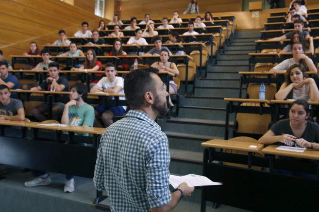 Estudiantes de la Comunidad de Madrid durante la realización de las...