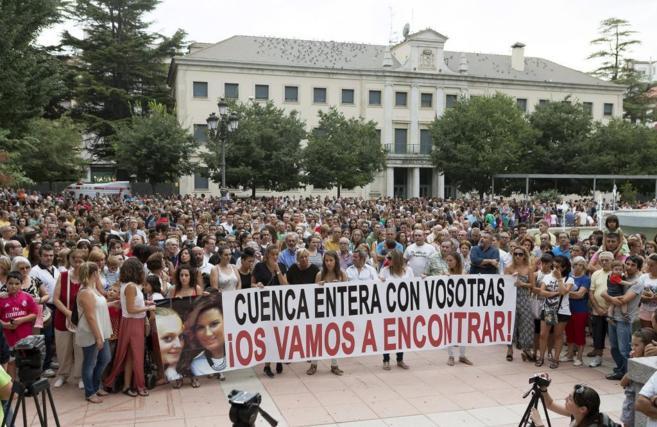 Miles de personas participan en la concentración convocada por las...