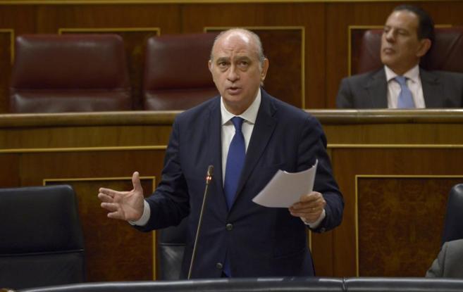 Jorge Fernández Díaz responde una pregunta en el Pleno del Congreso.