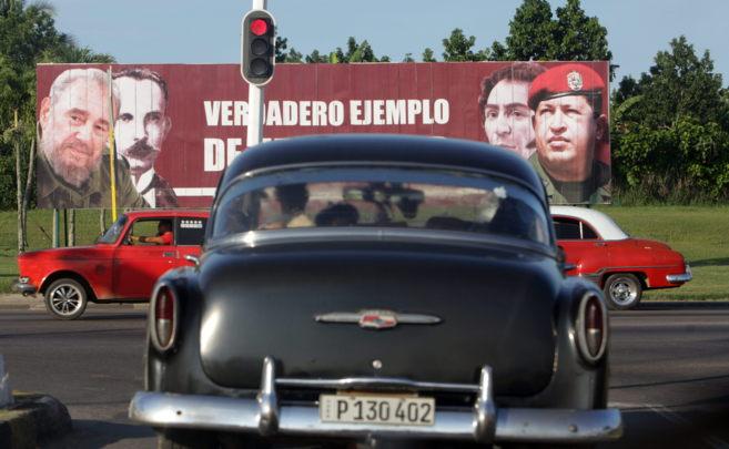 Una valla alusiva a la revolución cubana en La Habana