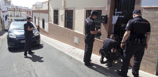 La Policía trabaja en la casa de una de las últimas víctimas de la...