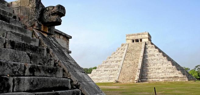 Pirámide de Kukulkán en Chichen Itzá, Yucatán